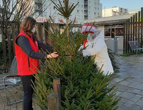 Décoration de Noël dans les rues d'Octeville par la Maison Olympe de gouges